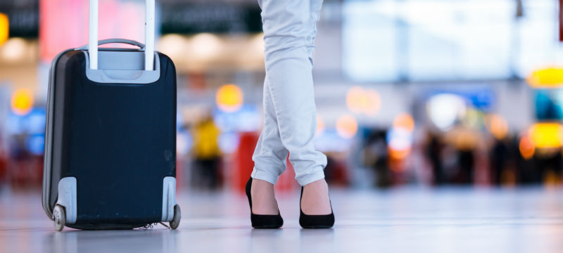 Woman-Suitcase-Airport-800x360.jpg